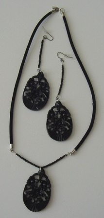 Black Velvet Cord w/Acrylic Floral Pendant & Earrings Set Item #NEs006