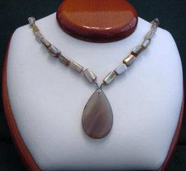 Brown Lip Shell & Agate Pendant Necklace - Item #NO20